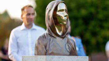 A világon elsőként Óbudán emeltek szobrot a bitcoin alapítójának