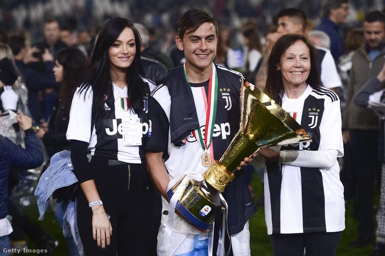 Oriana Sabatini argentin modell, színésznő és énekesnő 2018 óta alkot egy párt a Juventus játékosával, Paulo Dybalával