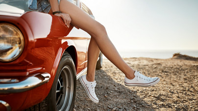 Így tisztítsd meg az elkoszolódott fehér tornacipőt
