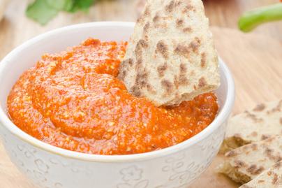 Villámgyors mártogatós sült paprikából: pirítósra kenve is isteni