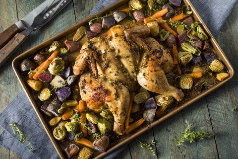 Egyben sült csirke még sosem volt ilyen mutatós: különleges technikával készül