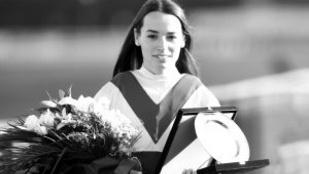 Édesanyja és sporttársai búcsúztak a fiatalon elhunyt zsokétól, Jeles Esztertől
