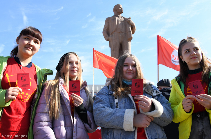 Sosem lehet elég korán elkezdeni Lenint tanulni. A KPRF-gyűlés a munak ünnepén 2021. május elsején.