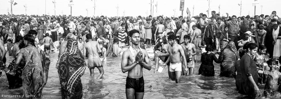 A lélek megtisztul, amíg a test milliókkal fürdőzik közösen.