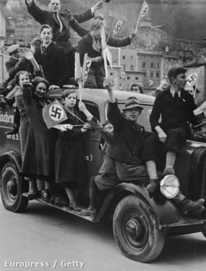 Nem nagyon kellett őket kiterelni az utcára, hogy ünnepeljék az Anschlusst