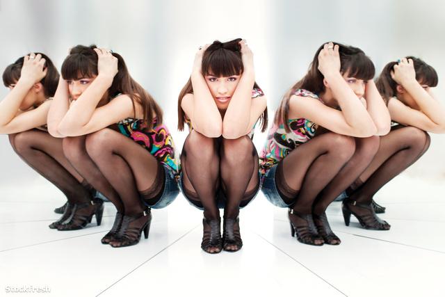 stockfresh 1491436 woman-between-two-mirrors sizeM 68faf1