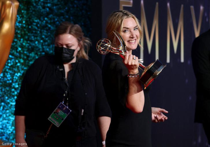 Kate Winslet a díjával