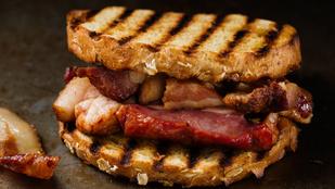 Hallottál már a bacon buttyról? Remek reggeli, amit két perc alatt összedobsz
