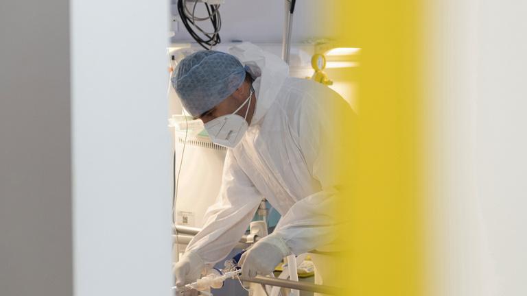 Koronavírus: ezer felett a hétvégi új fertőzöttek száma, hónapok óta nem volt ilyen