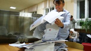 Taktikai kartonlap és egyéb trükkök – így csaltak a szavazatokkal Oroszországban