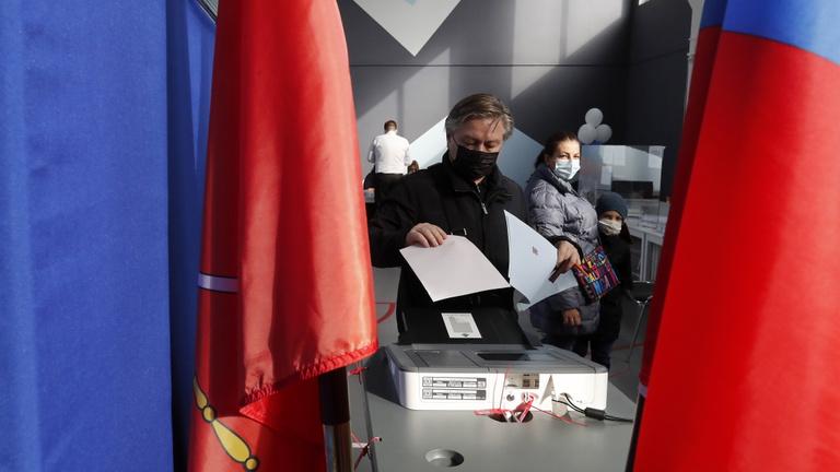 Oroszországban úgy csalnak a választásokon, ahogy csak tudnak