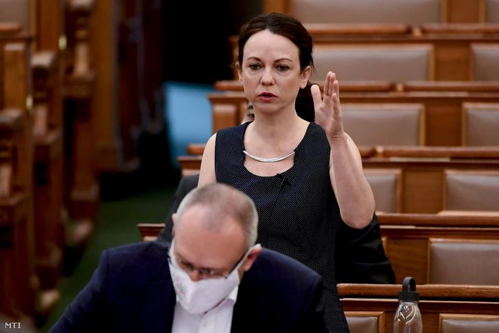 Szabó Tímea, a Párbeszéd képviselője napirend előtt szólal fel az Országgyűlés plenáris ülésén 2021. június 15-én