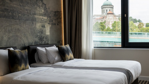 Csaknem telt házzal üzemel Hernádi Zsolt új luxusszállodája