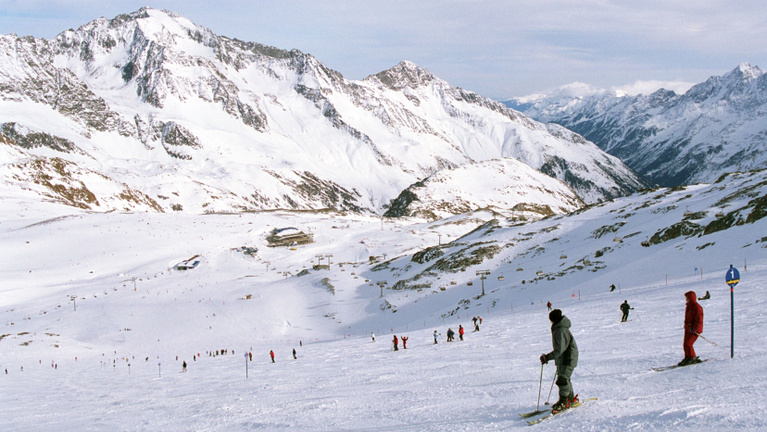 Nem marad el a síszezon és az adventi vásár Ausztriában