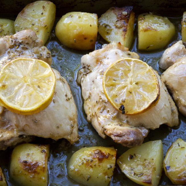 A görög citromos csirke a hétköznapok megmentője: tápláló és egészséges vacsora gyorsan