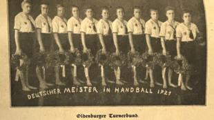 Száz év kézilabda-bajnokság