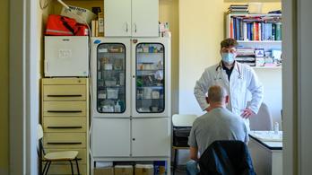 Új hurutos megbetegedés terjed a koronavírus mellett