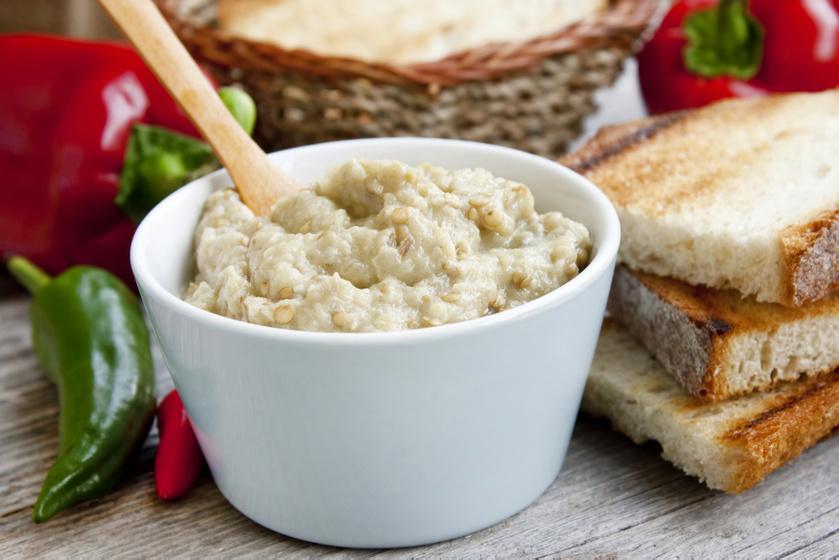 Fűszeres, joghurtos padlizsánkrém: friss kapor és citromlé gazdagítja