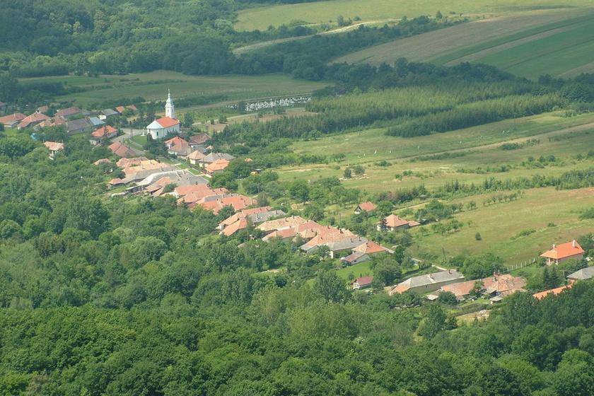 Mogyoróska a Zemplén egyik legszebb falucskája, amely fölött a regéci vár magasodik. Már emiatt is kedvelt úti cél lenne, de a kéktúrázók egyébként is felkeresik. A festői környék bővelkedik a tiszta vizű forrásokban.