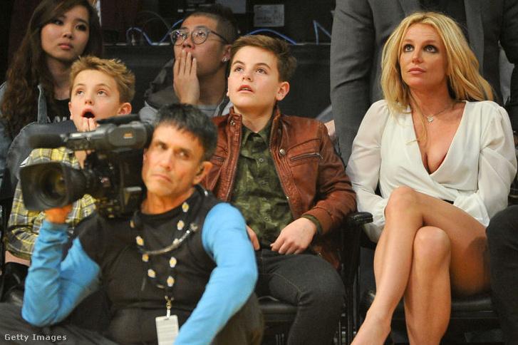 Britney és a fiúk, 2017-ben.