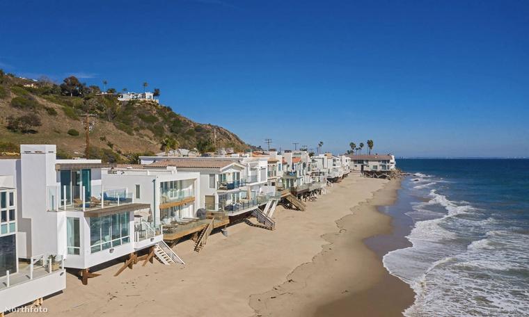 Malibu régóta kedvelt lakóhelye a filmsztároknak, médiaszemélyiségeknek, ez a Los Angelestől néhány kilométerre eső partszakasz az a hely, ahol önfeledten lógathatják a lábukat