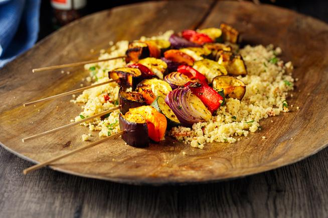 Vegetáriánusoknak kuszkusz vagy bulgur tetején tálald.