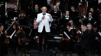 Fischer Iván éneklést ajánl Covid ellen