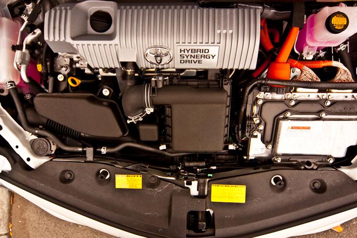 Prius+ 2012-49