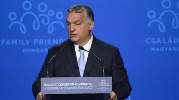 Orbán Viktor beszédet mondott, tüntettek a Várkert bazárnál