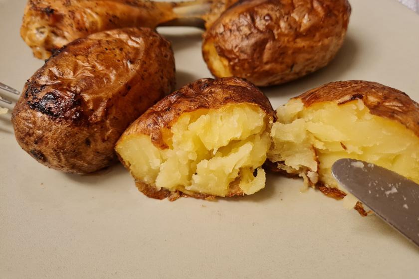Mamaféle héjában sült krumpli: a szerény fogást meg is töltheted
