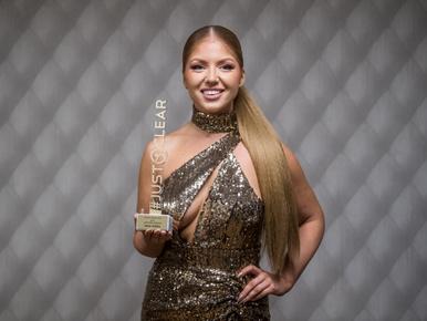Tolvai Renáta sokat mutató ruhában lett az ország legfittebb női előadója