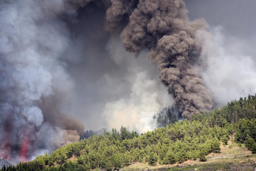 A Cumbre Vieja tűzhányó kitörése La Palma szigetén 2021. szeptember 19-én.