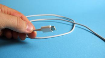 Ráfázhat az Apple, ha kötelezővé teszik az USB töltőt az EU-ban