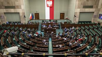 Puhul a lengyel álláspont, mégis engedélyezték az ellenzéki televíziót