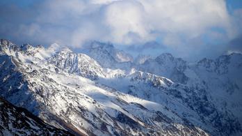 Orosz alpinisták haltak meg Európa tetején
