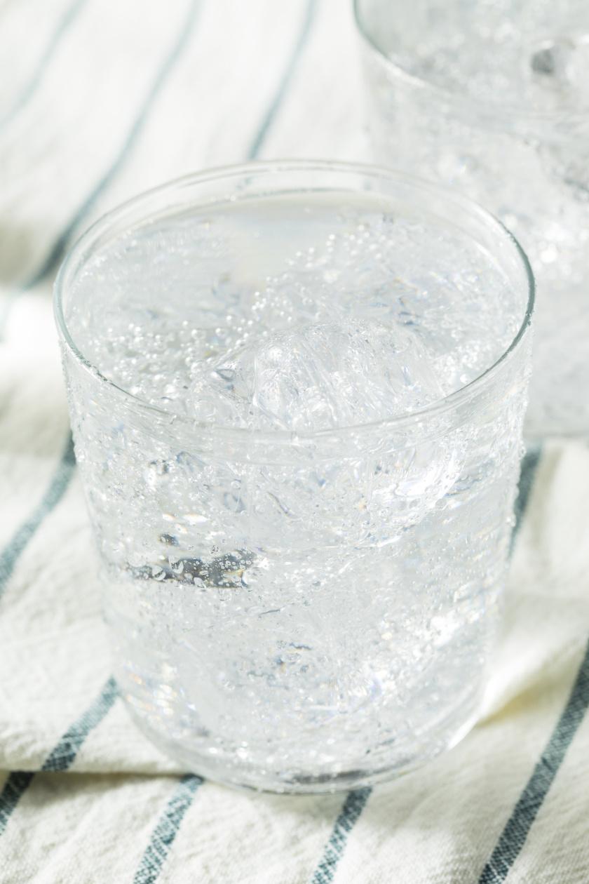 szénsavas víz álló