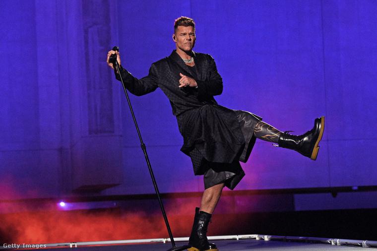 A Savage X Fenty divatbemutatón fellépők is voltak, Ricky Martin is elénekelt egy-két dalt a divatbemutatón.