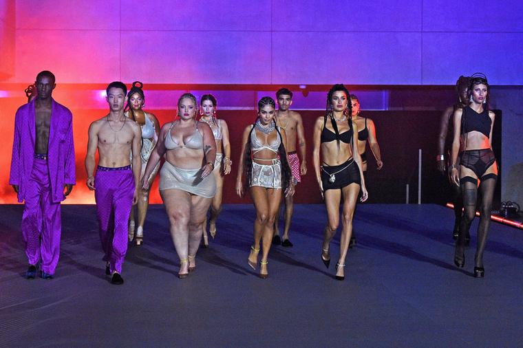 Futótűzként terjednek azok a fotók, amelyek a Savage X Fenty divatbemutatójának harmadik felvonásán készültek