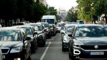 Napi ötszáz forintos dugódíjat javasolnak Budapestnek