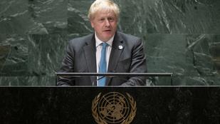 Johnson békülne az átvert Macronnal