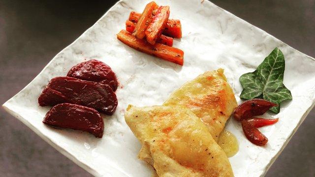 Őszi sült zöldségek fehérboros csirkével