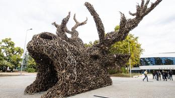Keszthelyre viszik a vadászati kiállítás üdvözlő szobrát