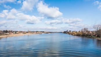 Annyira alacsony a Duna vízállása, hogy pótolni kell a vizet