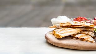 Céklás quesadilla olvadt sajttal és pármai sonkával