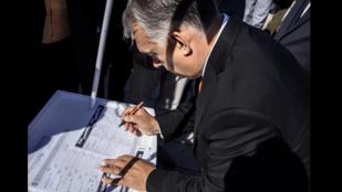 Orbán fogta magát, aláírta a Gyurcsány- és Karácsony-ellenes petíciót