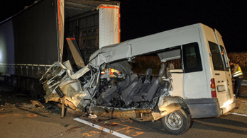 Kiderült, mennyivel mehetett a furgon, amelyben öten szörnyethaltak Abonynál