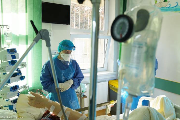 Beteg egy kolozsvári kórházban 2020. novemberben