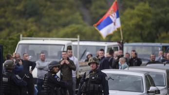 Kezd elfajulni a helyzet, belügyi irodákra támadtak a koszovói szerbek