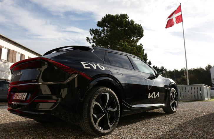 Kötelező tartozék a dánoknál a nemzeti zászló. Minden reggel felhúzzák, majd este leeresztik