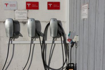 A tannisi teszten résztvevő 67 autó közül 35 elektromos és még körülbelül húsz tölthető hibrid. Szükség van a töltőkre